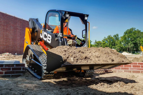 JCB | Compact Track Loaders | Model 215T for sale at Cisco Equipment, Texas and New Mexico